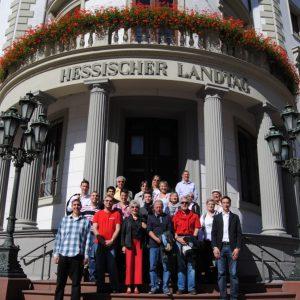 Hessentagshelfer vor dem Landtag