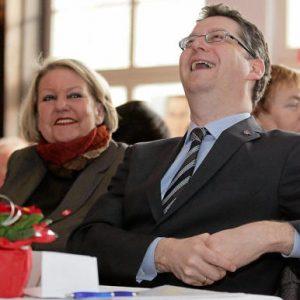 Thorsten Schäfer Gümbel hat gut lachen: Seine Rede kam bei den Hochtaunus-Genossen gut an, das freut auch Petra Fuhrmann.  Foto:sto